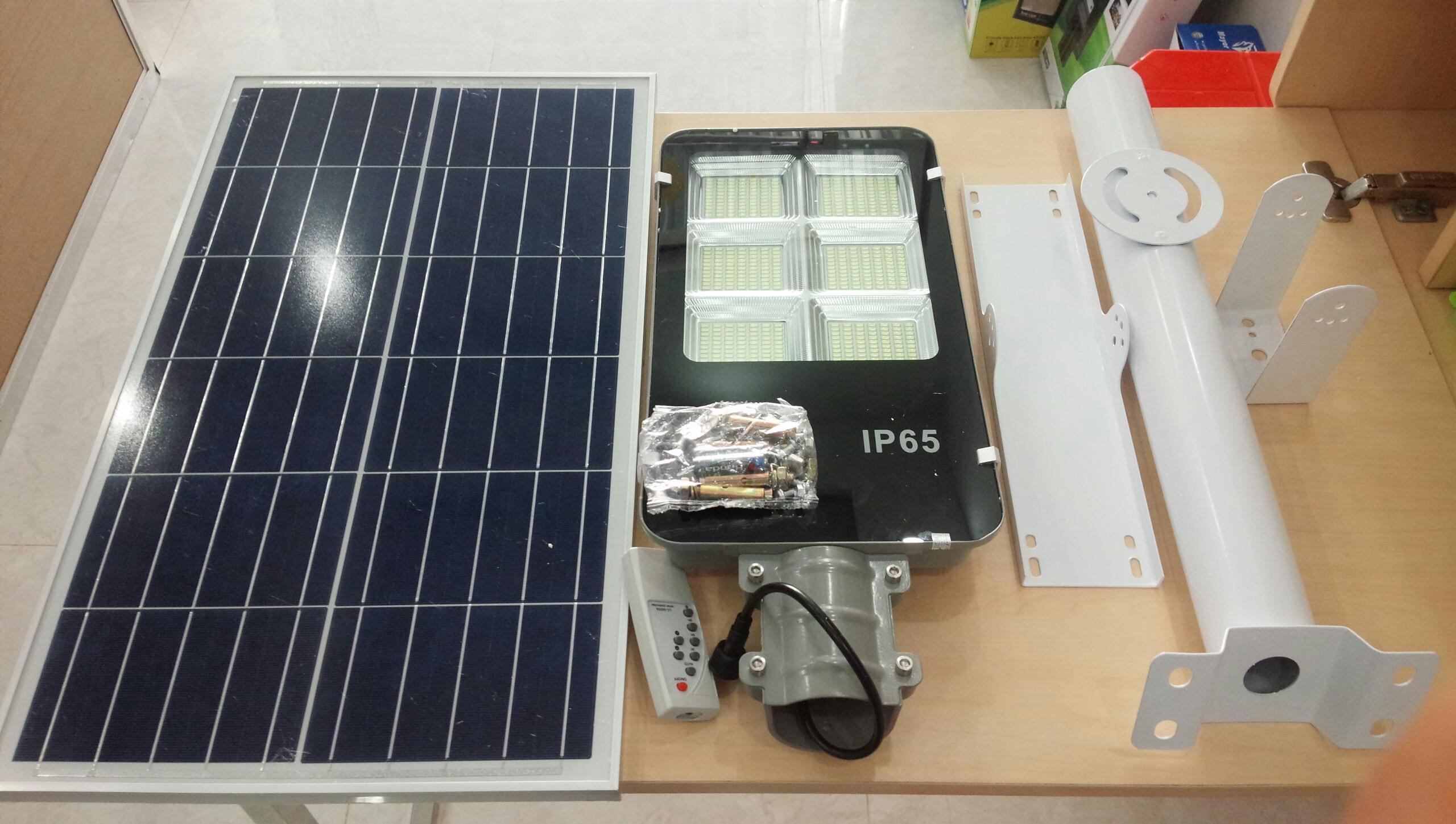Đèn LED năng lượng mặt trời 300w